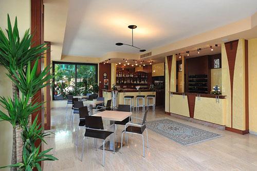Hotel con spiaggia privata milano marittima alberghi sul for Lago con spiaggia vicino a milano